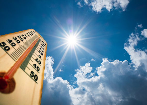 iStock-824845572_Thermometer Sun high Degres.jpg